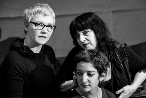 Medusas Bed by David Visnjic_Mia Zabelka (li.), Zahra Mani (mi.), Lydia Lunch (re.)