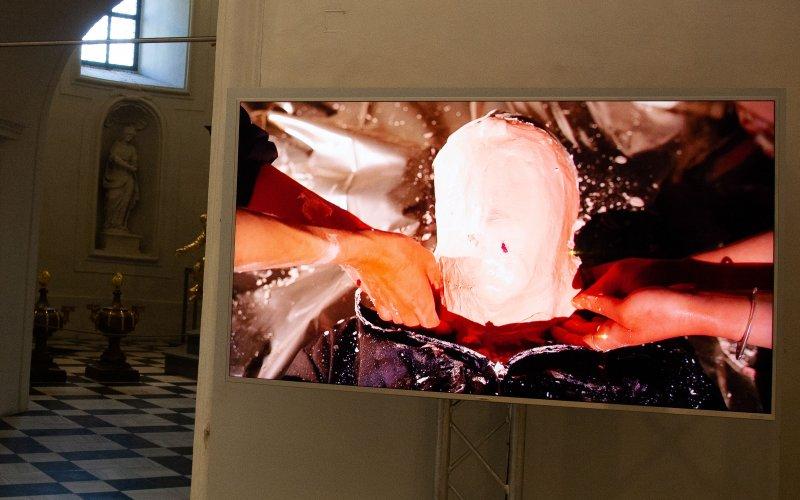 ©esc-medien-kunst-labor_2021-THE_BIRTH_OF_THE_ROBOTS_Justine-Emard_Foto_Martin-Gross
