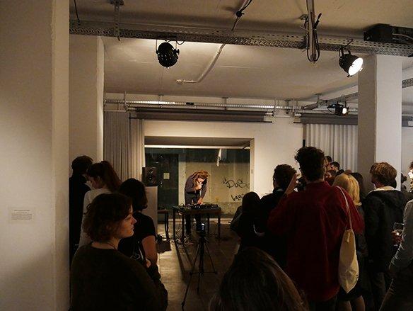 10 15.12.2015 Lese-Performance von Max Höfler, © esc medien kunst labor