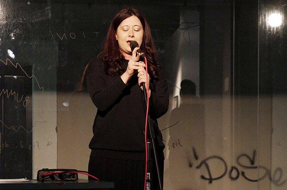 11 15.12.2015 Voice-Performance: Irina Karamarkovic macht Lärm für Geflüchtete, © esc medien kunst labor