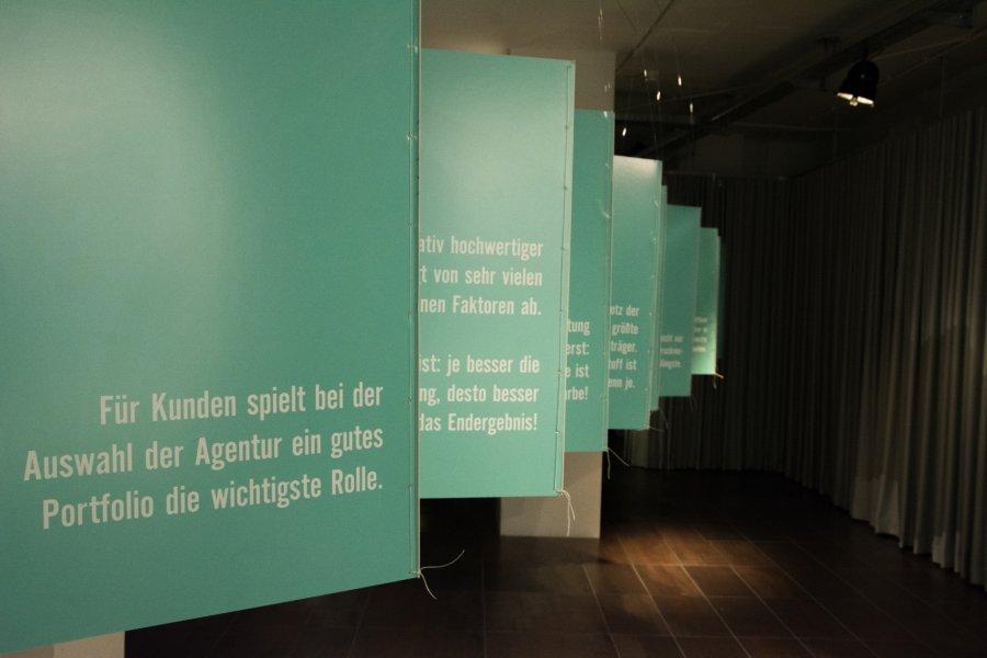 """Eröffnung & Ausstellungsansichten: """"Arbeit in Auslage"""", Foto: Davor Kirbis, © esc medien kunst labor"""