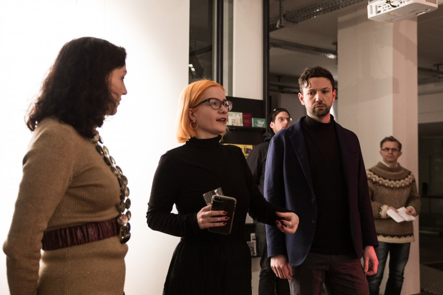 Machine-Learning-City_Vernissage8_ELEVATE_Adam-Harvey_@_esc_medien-kunst-labor_©_Foto:_Hannah-Antonia