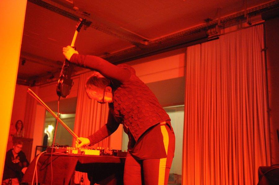 Medusa's-Bed_Performance5_L.Lunch_Z.Mani_M.Zabelka_@_esc_medien-kunst-labor_©_Foto:_Maryam-Mohammadi