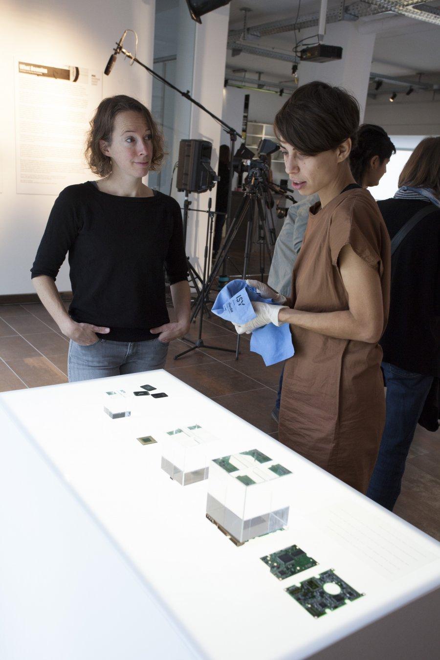 Marloes de Valk und Michaela Lakova, © esc medien kunst labor