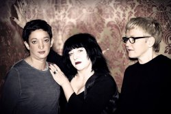 Medusa's Bed by Tom Garretson_Zahra Mani (li.), Lydia Lunch (mi.), Mia Zabelka (re.)