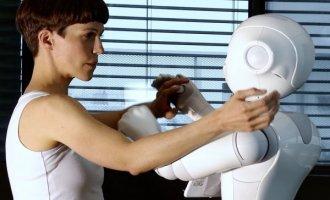 esc_medien_kunst_labor_nothing-more-human-then-humanoid_frame_embodying_a_shadoweva-maria_kraft_mit_roboter_machina_streaming2021_rm._loizenbauer.jpg